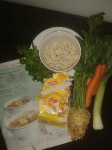 Unser Abendessen heute. Migros machts möglich. Also das Gemüse ist vom lokalen Bauern. Klar doch.