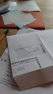 was du heute kannst besorgen...abstimmungsunterlagen ausfüllen und einen unfall bericht von mini-me...